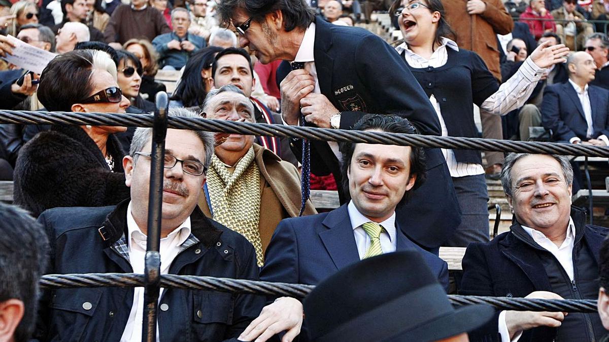 Juan José Medina, Vicente Betoret y Alfonso Rus en la plaza de toros en una imagen de 2009. | LEVANTE-EMV