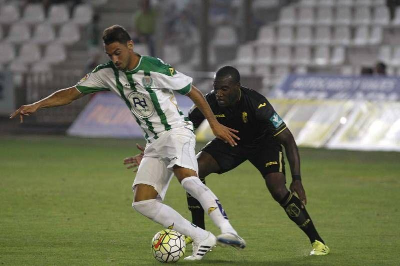 El Córdoba CF vence en su presentación al Granada