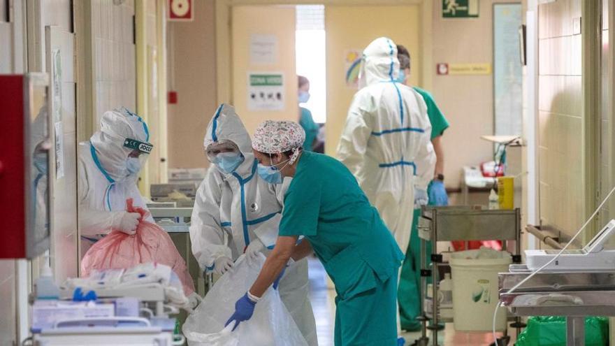 """Así vive la pandemia en primera persona una enfermera asturiana: """"He llorado mucho estos días"""""""