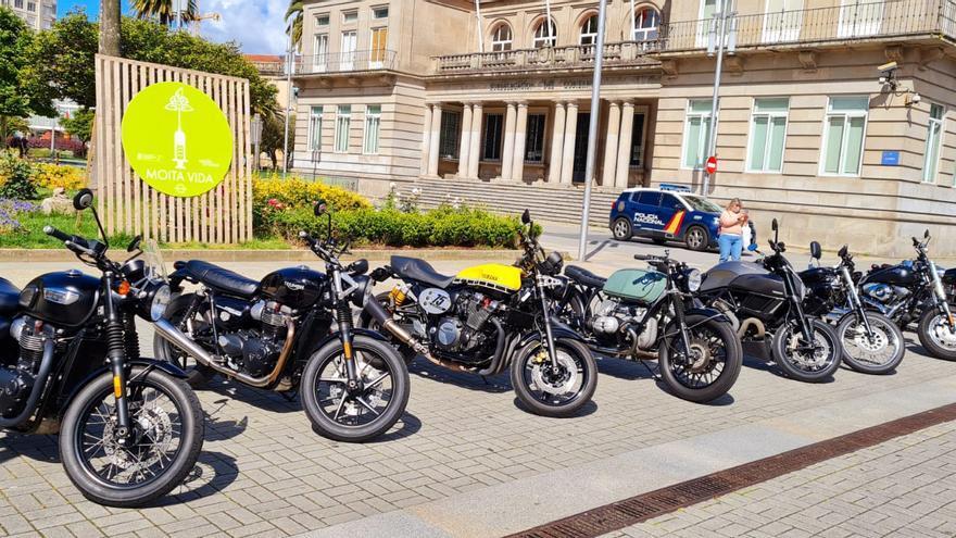 """Las motos """"más elegantes"""" desfilan por Pontevedra"""