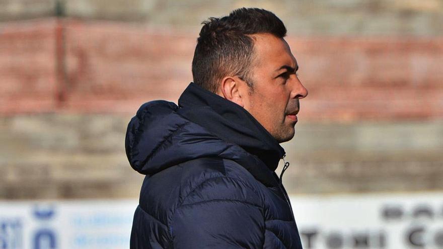El técnico Óscar Troya abandona el Poblense, que apunta a Pep Barceló