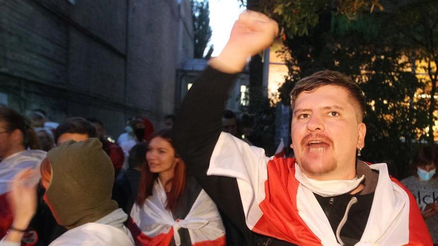 Al menos 100 detenidos en otra jornada de protestas en Bielorrusia contra Lukashenko