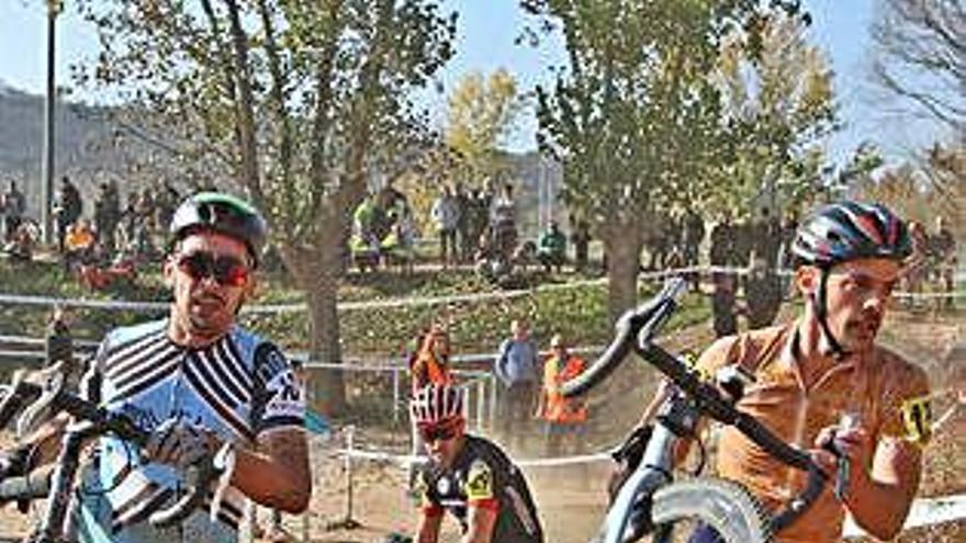 L'espectacularitat del millor ciclocròs català retorna diumenge a Manresa