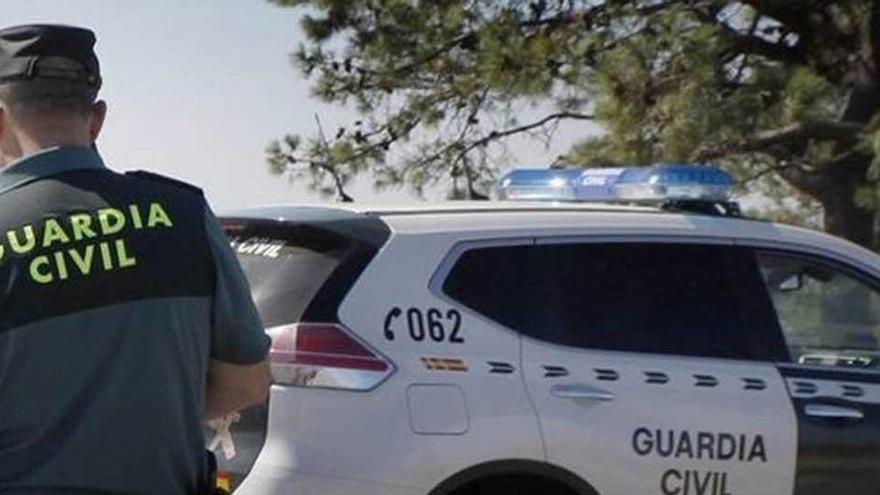 La Guardia Civil repele a tiros el ataque de un hombre armado con cuchillos