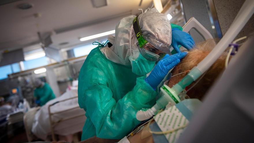 La presión hospitalaria en Galicia se relaja con una nueva bajada en los ingresados en planta y en UCI