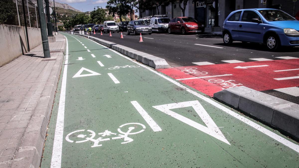 Uno de los tramos del nuevo carril bici en Alcoy.