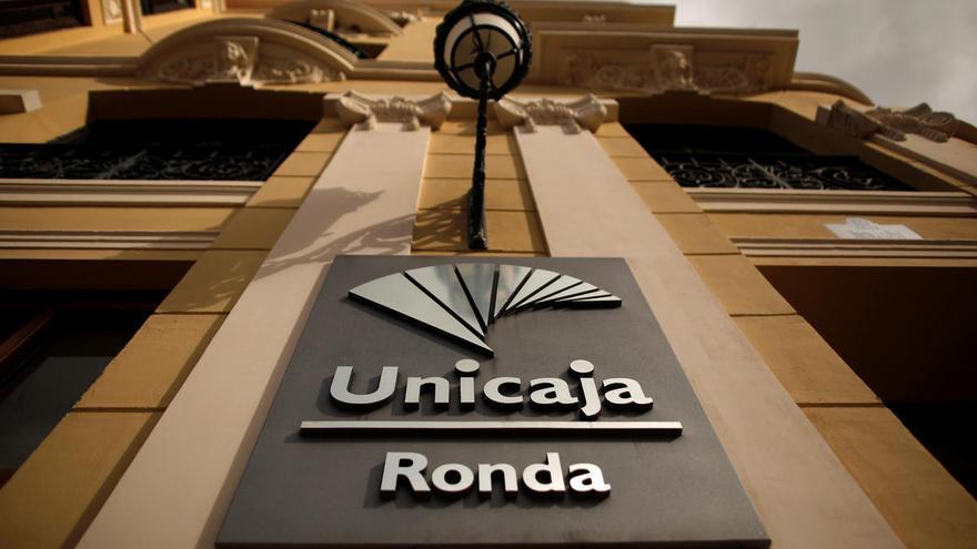Unicaja y Liberbank, disparadas en bolsa al confirmar contactos para la fusión
