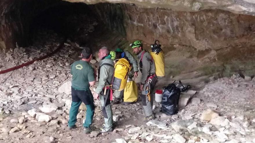 Hallan con vida a los tres espeleólogos valencianos atrapados en la Sierra de Albarracín