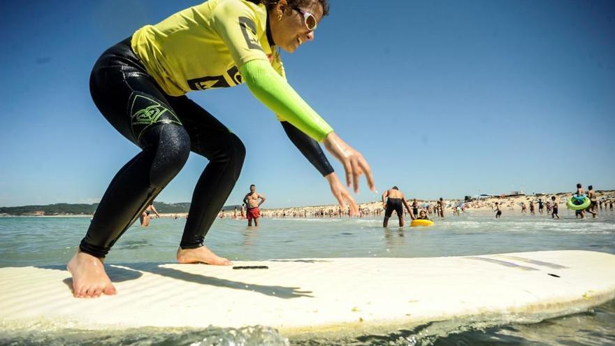 Surf sin barreras para invidentes en a Lanzada