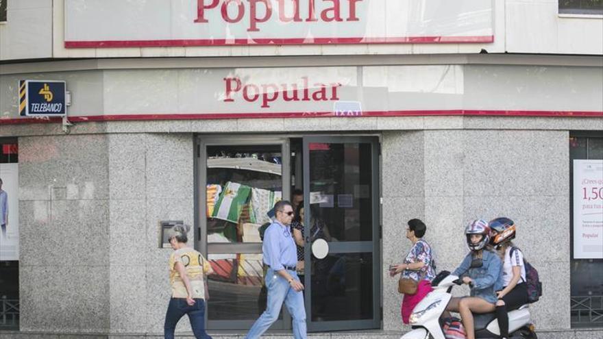 Los 108 empleados del Popular piden que no haya despidos tras su venta