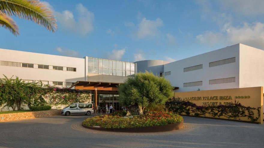 El hotel Grand Palladium de Ibiza adelanta su apertura para adherirse al plan piloto del Govern