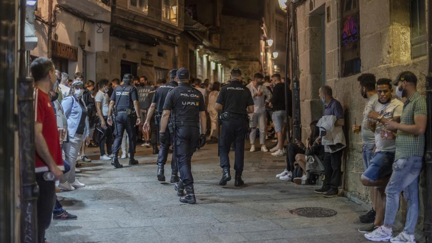 La Policía Local disolvió cuatro botellones en la ciudad en la primera noche de restricciones
