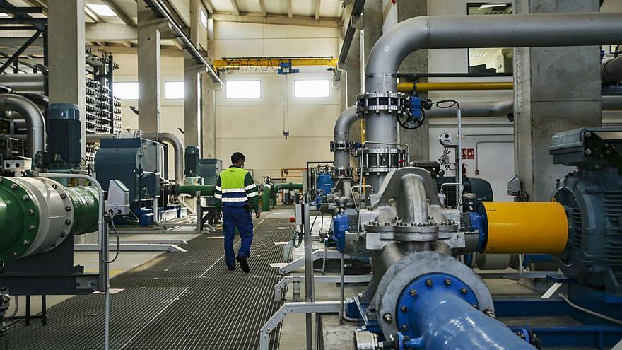 El Campello repercutirá 14 millones en el recibo del agua durante 40 años por la obra de la desaladora