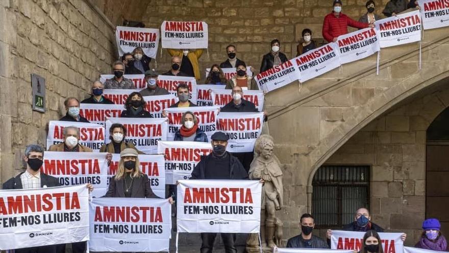 Un centenar d'escriptors i editors donen suport a la petició d'amnistia d'Òmnium