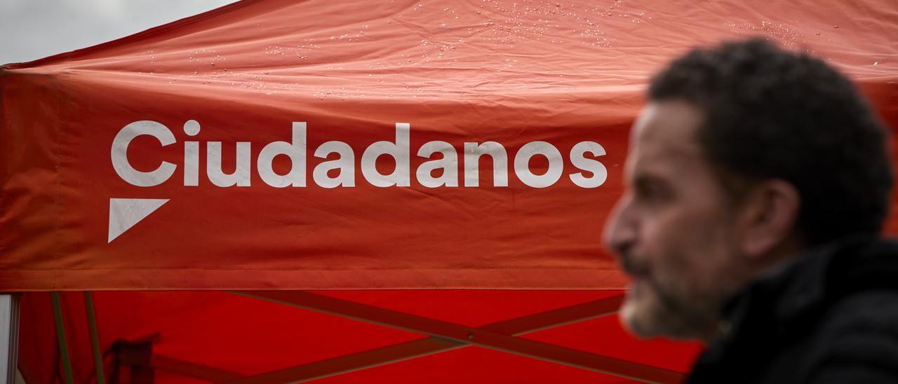 El candidato de Ciudadanos (Cs) a la presidencia de la Comunidad de Madrid, Edmundo Bal, durante una intervención en el Bosque Metropolitano, a 28 de abril de 2021.