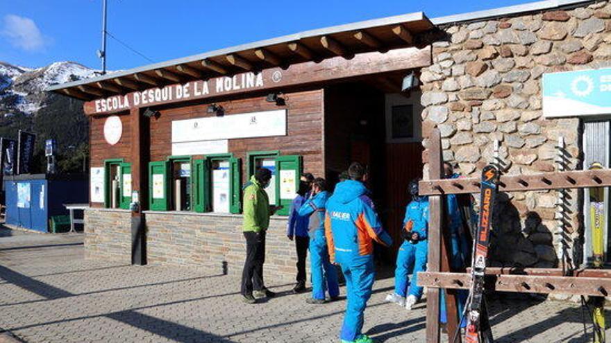 Les escoles d'esquí volen un pla de rescat pel sector de la Cerdanya i el Ripollès