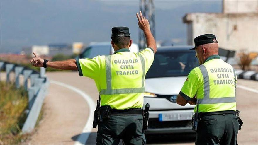Cinco hombres heridos en Baena al salirse su vehículo de la carretera y volcar