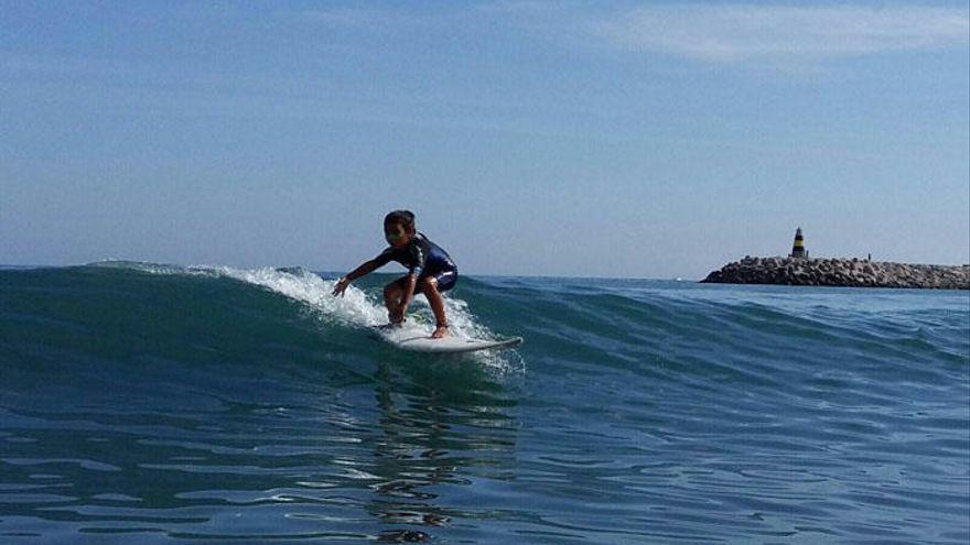 Cinco escuelas para controlar las olas en Málaga