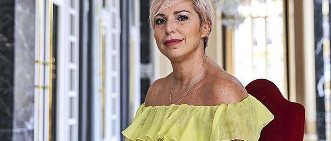 Silvia Dalla Benetta, en el salón de té del teatro Campoamor.   Irma Collín