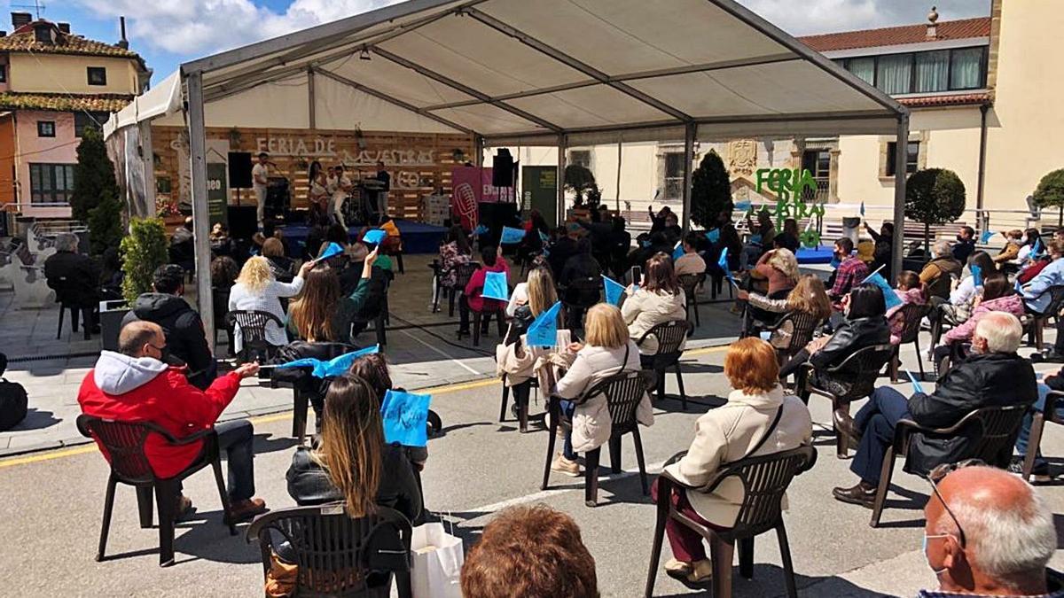 """Concierto de la orquesta """"Tekila"""", ayer, en Tineo, dentro de la programación de la Feria de Muestras.   D. Á."""