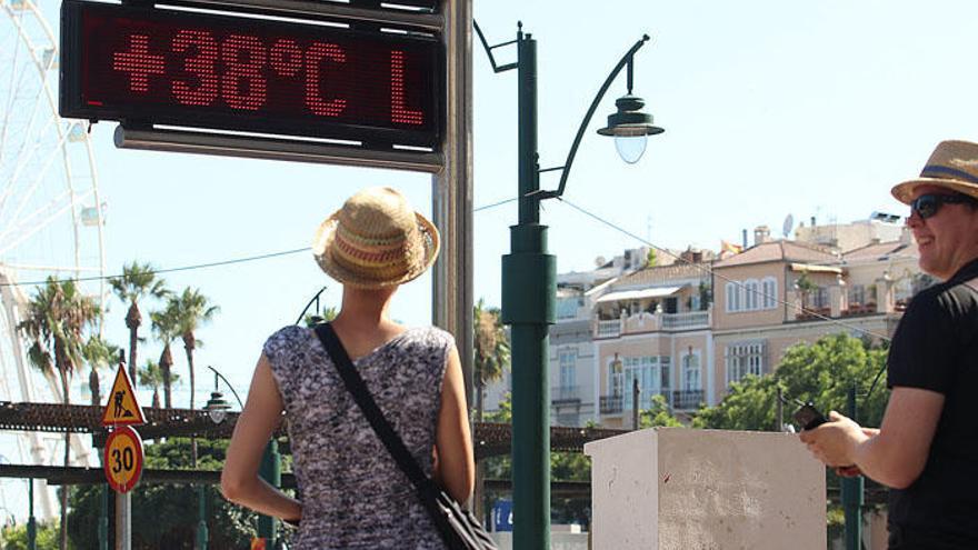 Málaga roza los 40 grados en el regreso del terral