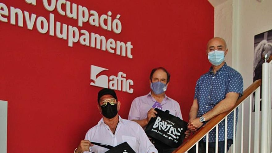 Quart lanza la campaña «El comerç local és brutal» y regala bolsas de tela