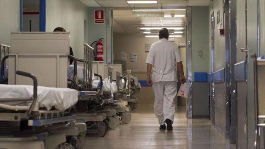 Más de 200 médicos se ofrecen voluntarios para trabajar contra el coronavirus