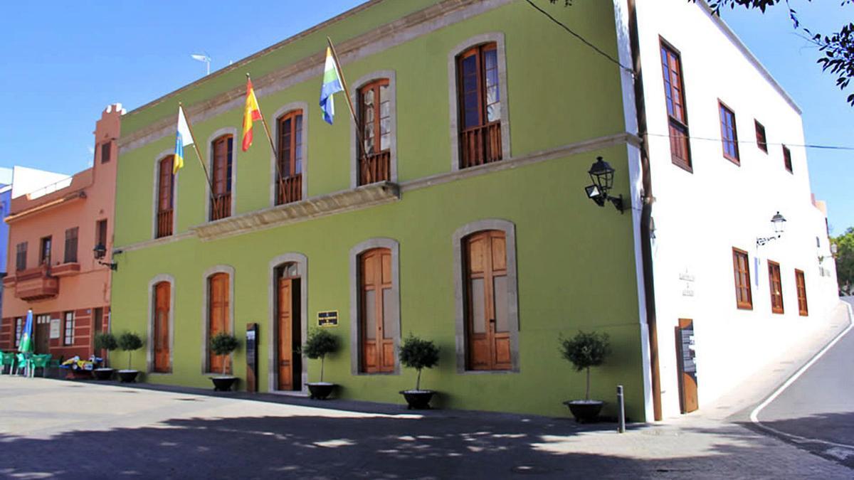 Fachada de la sede del Ayuntamiento de Guía de Isora.     E.D.