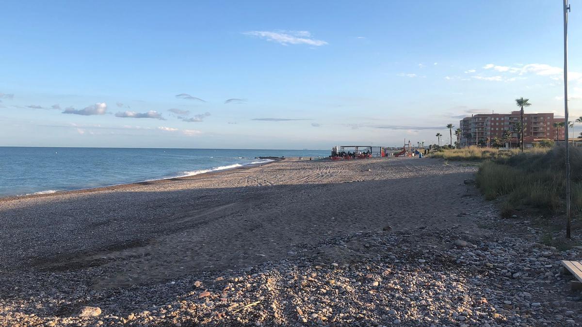 Así está la playa de Nules en esta Nit de Sant Joan.
