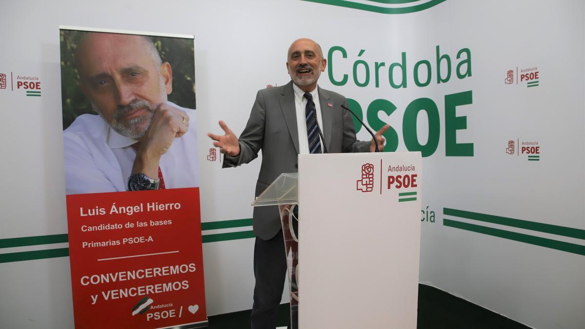 Luis Ángel Hierro durante la rueda de prensa ofrecida en Córdoba.