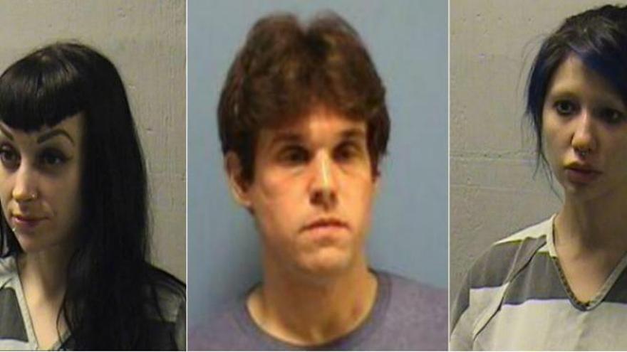 Detenido un cura por hacer un trío en el altar de la iglesia con dos prostitutas