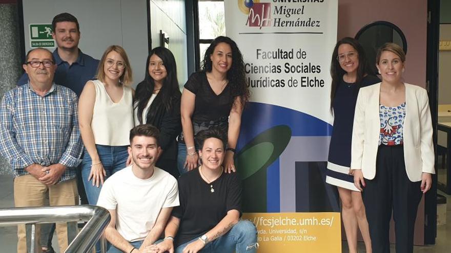 Alumnos de Recursos Humanos de la UMH de Elche simulan un juicio laboral