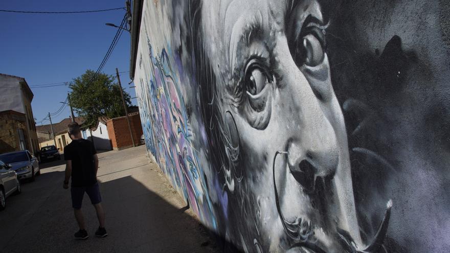 Dalí perdura en Moraleja del Vino, en forma de mural