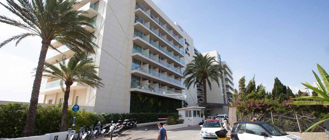 Violencia machista: Un joven mata a su pareja arrojándola por el balcón de un hotel de Ibiza y luego se suicida.