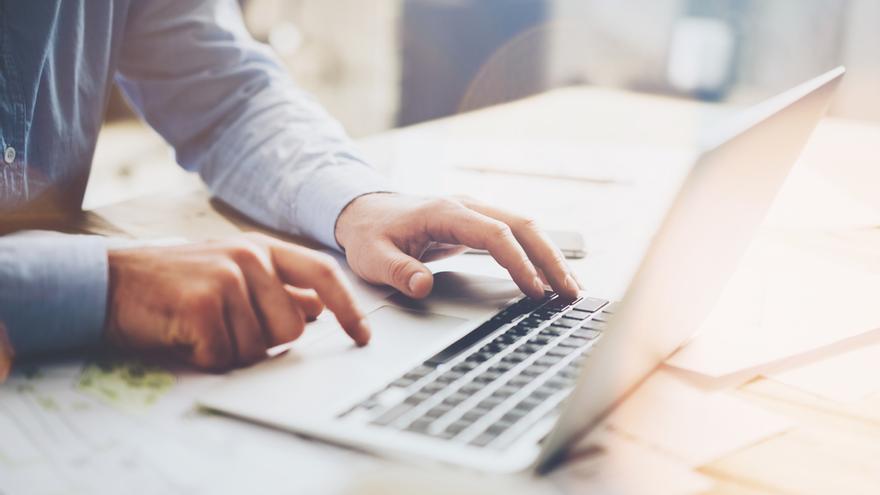 Un usuario pasa 58 horas conectado a Internet en España