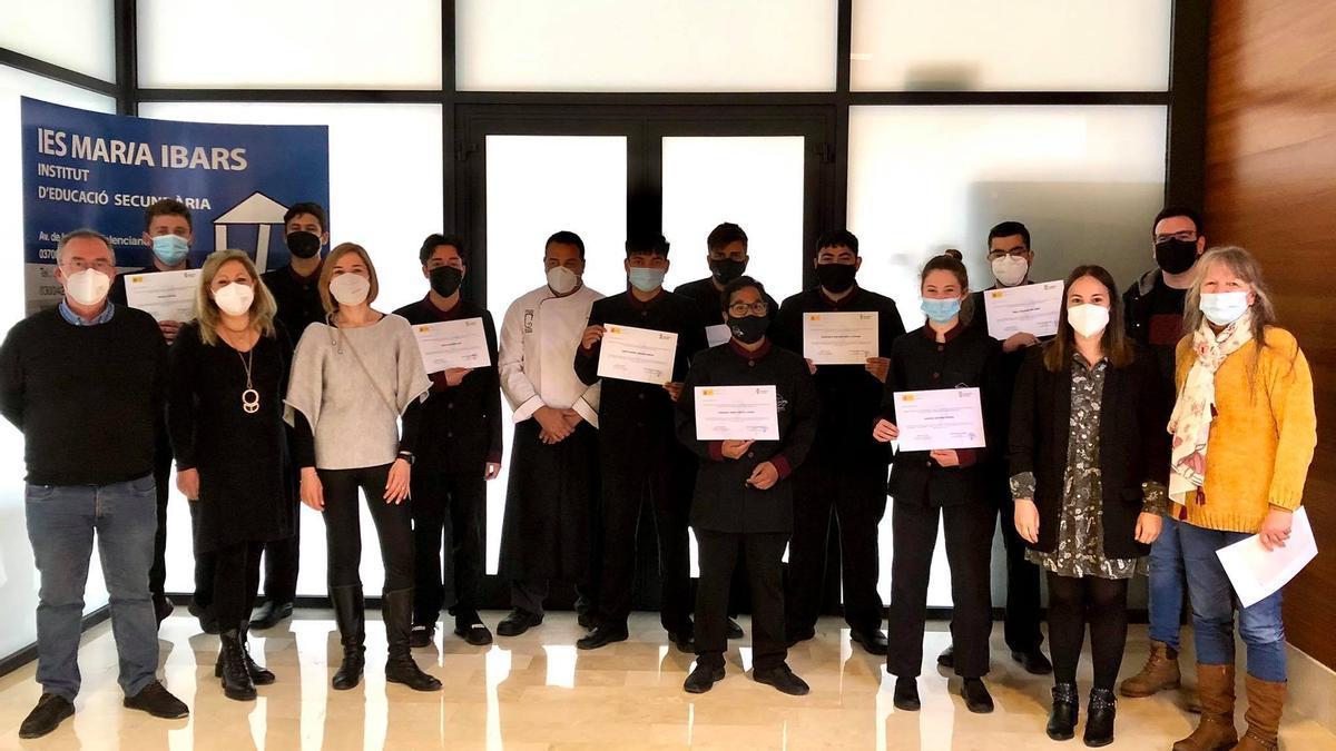Los alumnos con el certificado que acredita la formación en el servicio responsable de prevención de adicciones