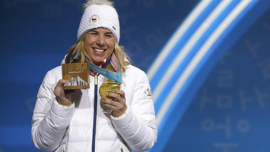 Ledecka gana oros en dos deportes diferentes