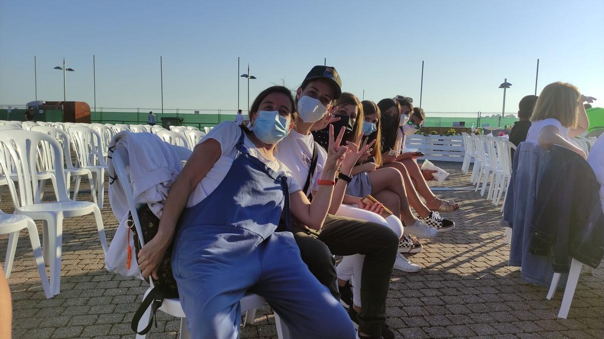 Fans de Yatra esperando el inicio del concierto, en Sanxenxo.