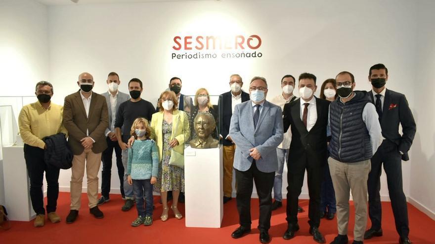 Arte y periodismo se fusionan en la exposición dedicada al legado de Julián Sesmero Ruiz