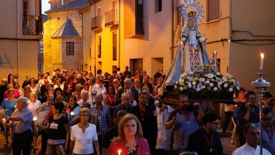 La Cofradía de la Santísima Virgen de la Concha rinde honores a su patrona