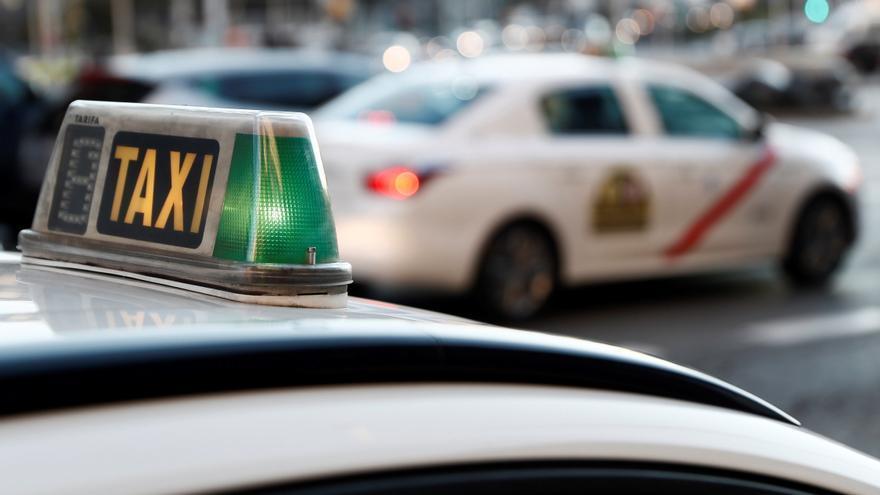 Aprueban ayudas de 400 euros para los 101 taxistas de Avilés por la pandemia
