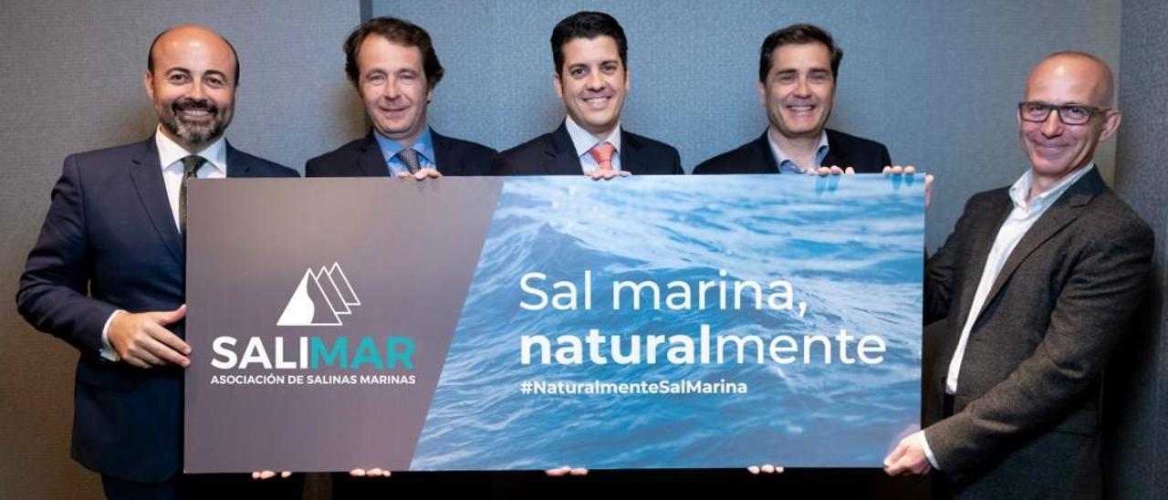 Los representantes de las cinco salineras que han formado esta asociación nacional.
