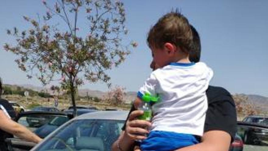Rescatan a un niño de dos años encerrado en el interior de un coche al sol en Murcia