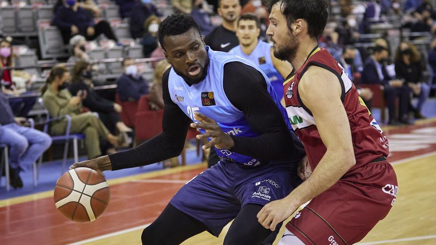 El Liberbank Oviedo Baloncesto pierde 72-68 en Granada y pone fin a su racha de seis victorias seguidas