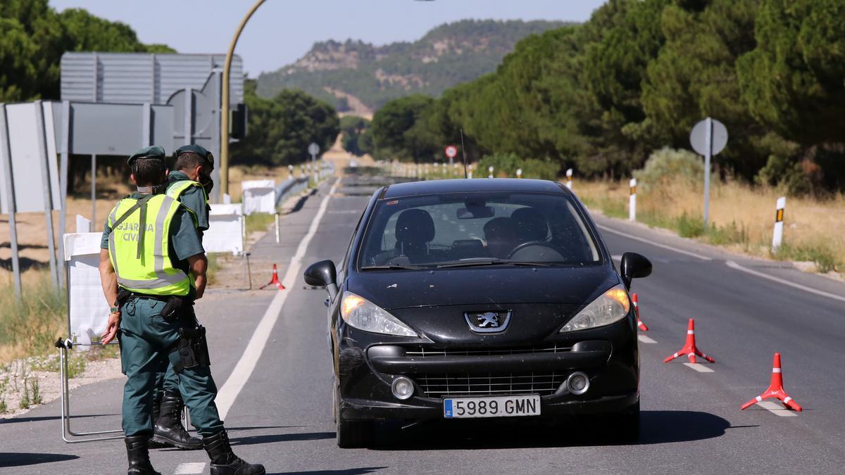 Agentes, en las labores de control en los accesos a Íscar