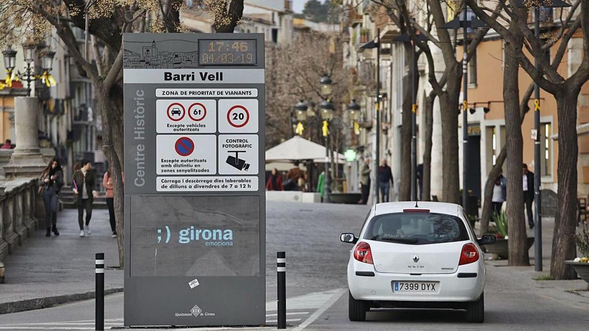 El punt de control per on s'accedeix al Barri Vell de Girona, en una imatge d'arxiu.