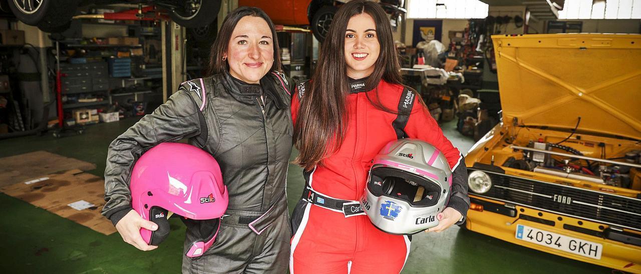 Eva Suárez y Carla Álvarez, en el taller  Tino Manjoya.  | |  IRMA COLLÍN