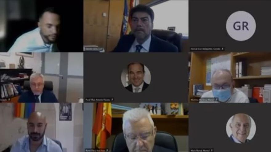 Un edil de Compromís se ausenta del pleno telemático de Alicante para atender el telefonillo