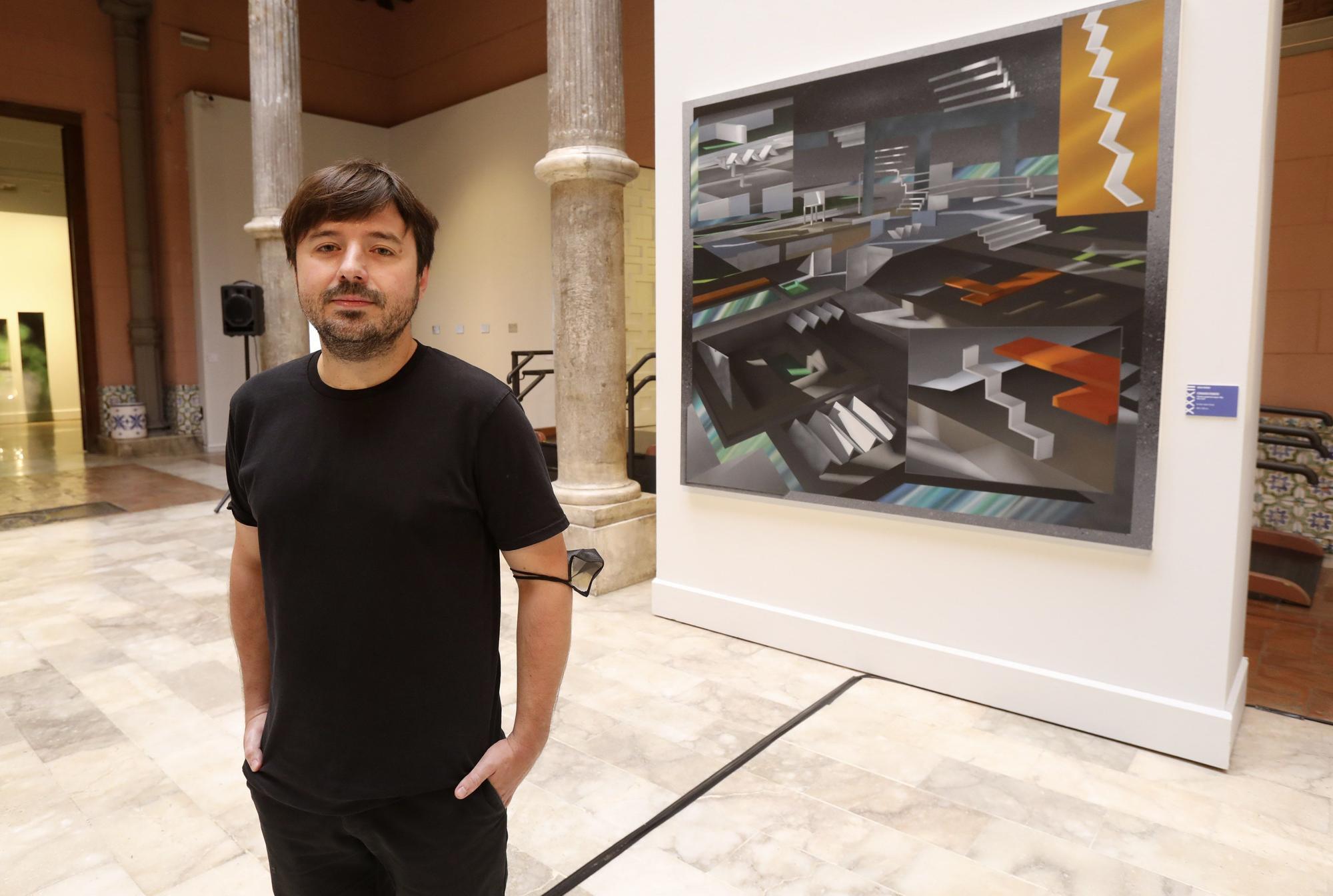 Fernando Romero con la obra ganadora, 'Colonia exoplaneta kepler 80 g. Año 2243'.