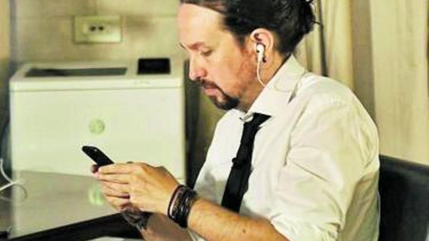 Nuevo 'look' de Pablo Iglesias: de la coleta al moño